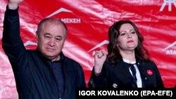 «Ата Мекен» партиясынын лидери Өмүрбек Текебаев жана фракция жетекчисинин орун басары Наталья Никитенко. Сентябрь, 2020-жыл.