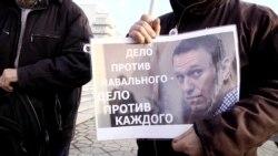 Rusiyede siyasiy mabüslarğa qoltutuv piketi olıp keçti (video)