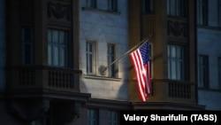 Вид на здание посольства США в Москве