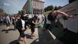 На місці меморіалу Небесної сотні активісти знесли будівельний паркан – відео