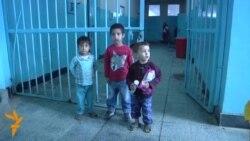 Viața grea a femeilor și copiilor în închisorile din Afganistan