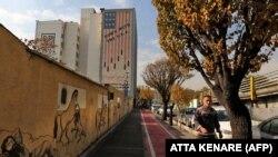 USA-ellenes falfestmény az iráni főváros, Teherán központjában, 2020. november 30-án.