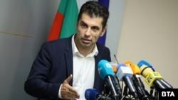 """Министърът на икономиката Кирил Петков поиска оставките на Съвета на директорите на """"ВМЗ Сопот"""" още в четвъртък, но тогава това му беше отказано от ДКК"""