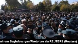 Ciocniri violente în Armenia la un protest împotriva armistițiului din Nagorno-Karabah