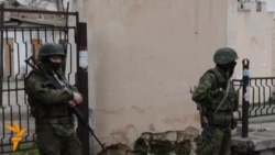 Pro-Russian Troops Remain On Simferopol Streets