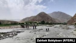 Недостроенный мост близ села Ак-Сай.