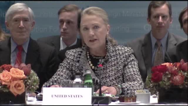 Clinton: ¨Mi ne zabranjujemo agresivni govor¨