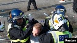 Összecsapások Londonban a járványügyi korlátozások elleni tüntetésen