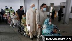 د پاکستان منصوبه بندۍ وزير اسد عمر وايي، په پاکستان کې د وايرس برتانوۍ ډول په تېزۍ سره خپرېږي.