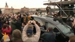 Kovčeg sa Havelovim tijelom dovezen na Hrad