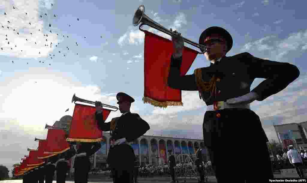 Вайсковы парад, прысьвечаным Дню Незалежнасьці Кіргізстану, Бішкек 31 жніўня