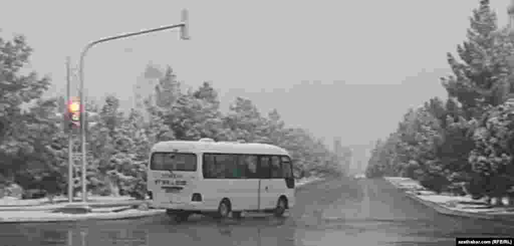 Снегопад в Туркменабаде. Февраль 2021 г.