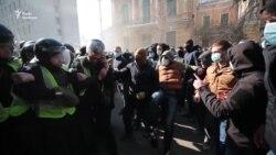 Відео бійки праворадикалів з поліцією під Адміністрацією президента