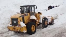 Главная дорога Таджикистана завалена снегом, страну разрезало пополам