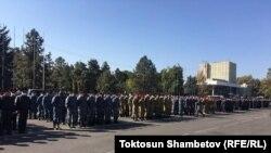 Сотрудники милиции у здания правительства. 7 октября 2020 года.