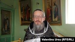 Preotul Serghei Novac, parohul bisericii din Vărzărești, Nisporeni