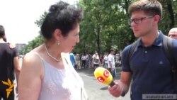 Ցուցարարները արտասահմանցի լրագրողներին հորդորում են օբյեկտիվ լրատվություն տարածել