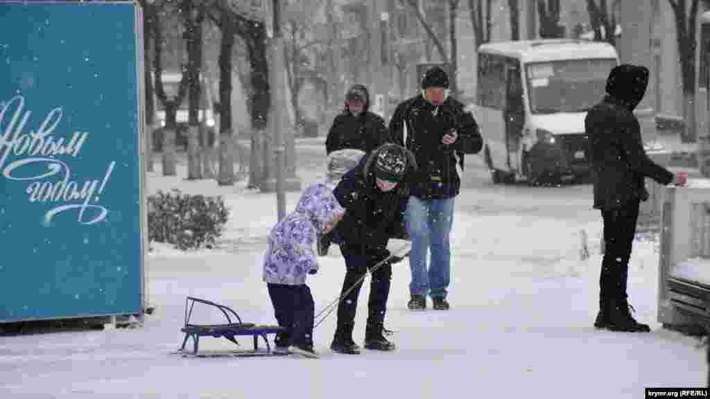 Випробування санчат на першому сніжку