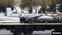 Ադրբեջան - Թուրքական արտադրության Bayraktar TB2 անօդաչու թռրող սարքը ցուցադրվում է Բաքվում շքերթի ժամանակ, 10-ը դեկտեմբերի, 2020թ․
