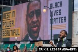 Демонстранты протестного движения Black Lives Matter, вспыхнувшего после убийства полицейскими темнокожего мужчины Джорджа Флойда. Атланта, штат Джорджия, США. 16 июня 2020 года.