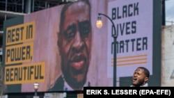 Lik Georga Floyda i natpis Black lives matter (Crni životi su važni)