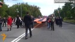 «Георгіївський» прапор завдовжки 100 метрів розгорнули проросійські активісти у Харкові