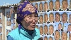 Үйі сүрілетін тұрғындар Назарбаевтың суретімен қорғанды