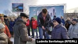 Ана Володина на протест во Псков