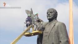 Після понад доби зусиль у Запоріжжі демонтували пам'ятник Леніну (відео)