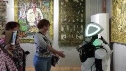 Робот Мамед знакомит гостей с историей дербентской крепости