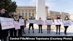 La protestul din 5 martie, Grupul #MulțumescPentruFlori a cerut, printre altele, acces universal la servicii medicale esențiale (teste și tratamente, întreruperi de sarcină, terapie).