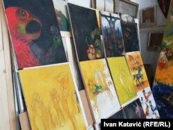 Džeko Hodžić imao je do sada preko 80 samostalnih izložbi za koje je dobio brojne nagrade u zemlji i inozemstvu.