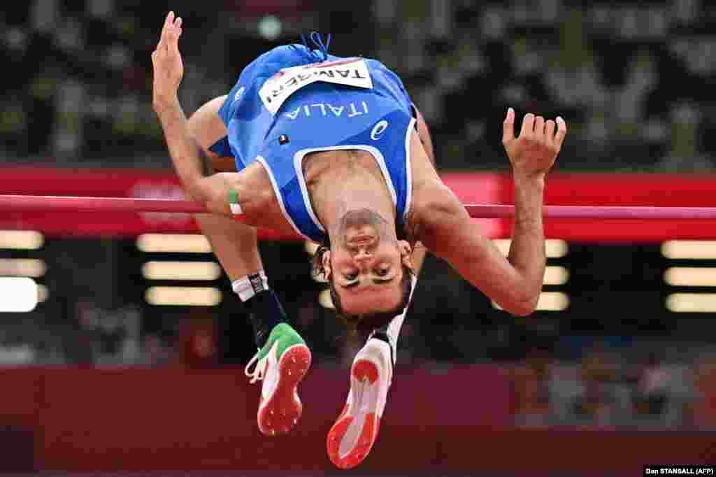 Італієць Джанмарко Тамбері у фіналі стрибків у висоту серед чоловіків.Токіо, 1 серпня 2021 року