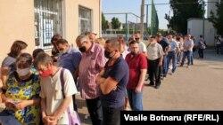 Coadă la secția de votare, Chișinău, 11 iulie 2021