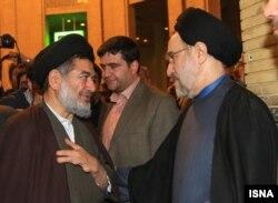 محتشمیپور و محمد خاتمی در مراسم ختم پدر همسر خاتمی، فروردین ۱۳۹۳، تهران