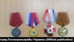 Медали за аннексию Крыма у задержанного на КПВВ «Каланчак», 21 сентября 2021 года