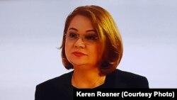 """""""Prioritățile în viața femeii contemporane s-au schimbat în principal datorită anticoncepționalelor. Acestea i-au dat posibilitatea să-și programeze numărul copiilor și momentul sarcinii. Această opțiune a încurajat femeile să își concentreze atenția către independența financiară, succesul profesional, amânarea căsătoriei până la găsirea partenerului potrivit"""", spune psihologul Keren Rosner."""