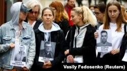 Мінськ, 28 серпня 2020 року: чергова акція протесту з портретами затриманих і арештованих опозиційних діячів і активістів