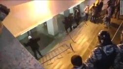 Poliţia dispersează demonstraţia de la Moscova