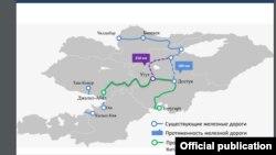 Көк сызык Кыргызстандын азыркы темир жолунун линиялары. Жашыл сызык Кытай-Кыргызстан-Өзбекстан темир жолунун долбоордук картасы. Кырмызы жана көк үзүл-кесил сызыктар бул кийин аталган темир жолго уланчу долбоорлордун болжолу.