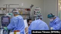 Imaginile pandemiei: lupta pentru viață în secțiile ATI