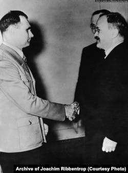 Рудольф Гесс (ліворуч) і В'ячеслав Молотов