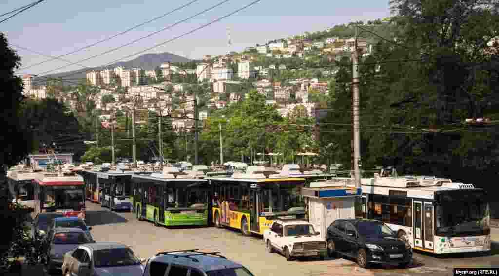 Чрезвычайная ситуация остановила общественный транспорт. По данным на вечер 19 июня, из 36 маршрутов общественного транспорта полностью восстановлены 11