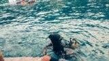 Спасатели у затонувшего прогулочного катера вблизи мыса Фиолент