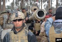 Іракські урядові війська на відпочинку після оголошення про перемогу у провінції Діяла, 26 січня 2015 року