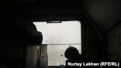В темном вагоне сообщением Алматы - Защита. 26 января 2014 года.