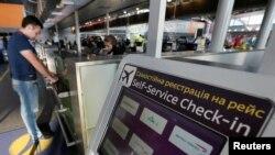 Пасажири протестують через відтермінування рейсу, який мав відлетіти о 8:30 за Києвом