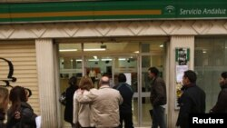 Španci dolaze u državnu službu za zapošljavanje u Malagi