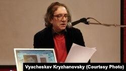 Ян Пробштейн выступает на XIX Фестивале свободного стиха. Фото Вячеслава Крыжановского
