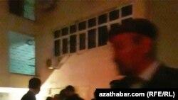 Aşqabadda siqaret növbəsi
